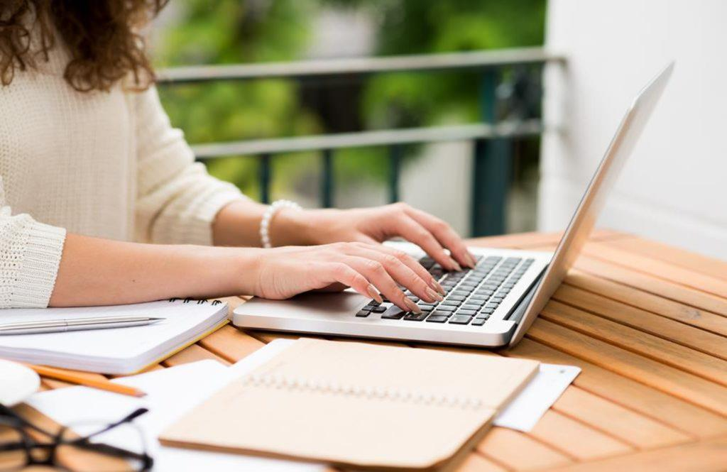 Experts Provide Tips on How to Hire Professional Writing Services - Oipinio